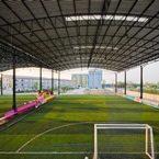 Construcción campo de fútbol cubierto